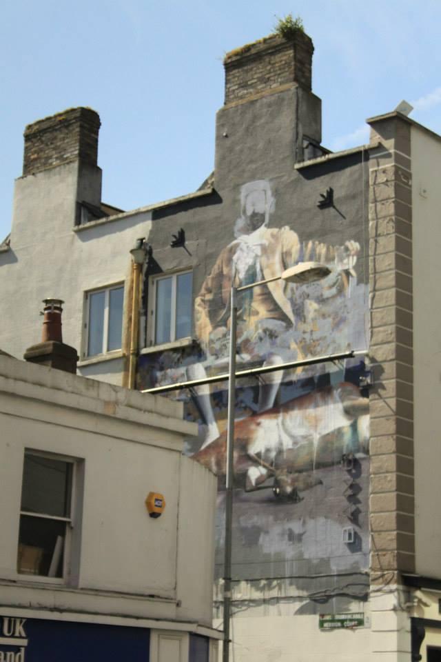 Un graff géant au détour d'une rue.