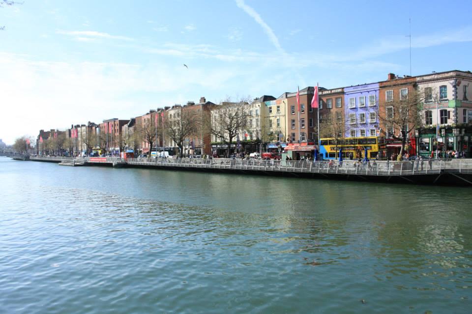 Quai bordant la rive nord de la Liffey, fleuve qui traverse Dublin.