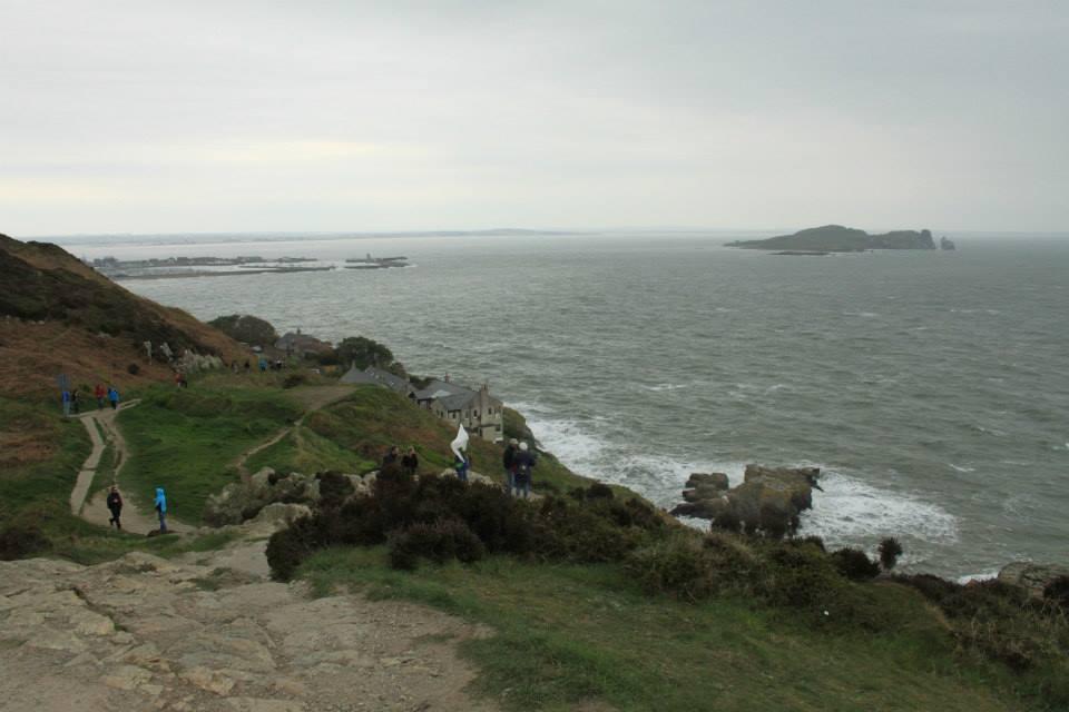 Promenade et falaises de Howth au nord de la baie de Dublin.