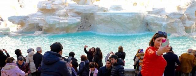 selfie-rome-fontaine-trevi