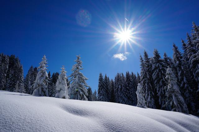 les gets-mont chery-neige-ciel bleu
