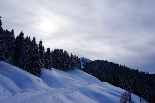 les gets-montagne-soleil-neige