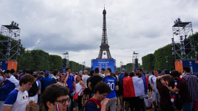 fan zone euro 2016 paris champ de mars tour eiffel
