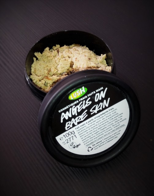 produit, lush, angel on bare skin