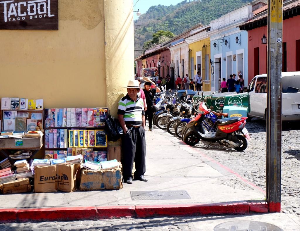 vendeur journaux antigua guatemala