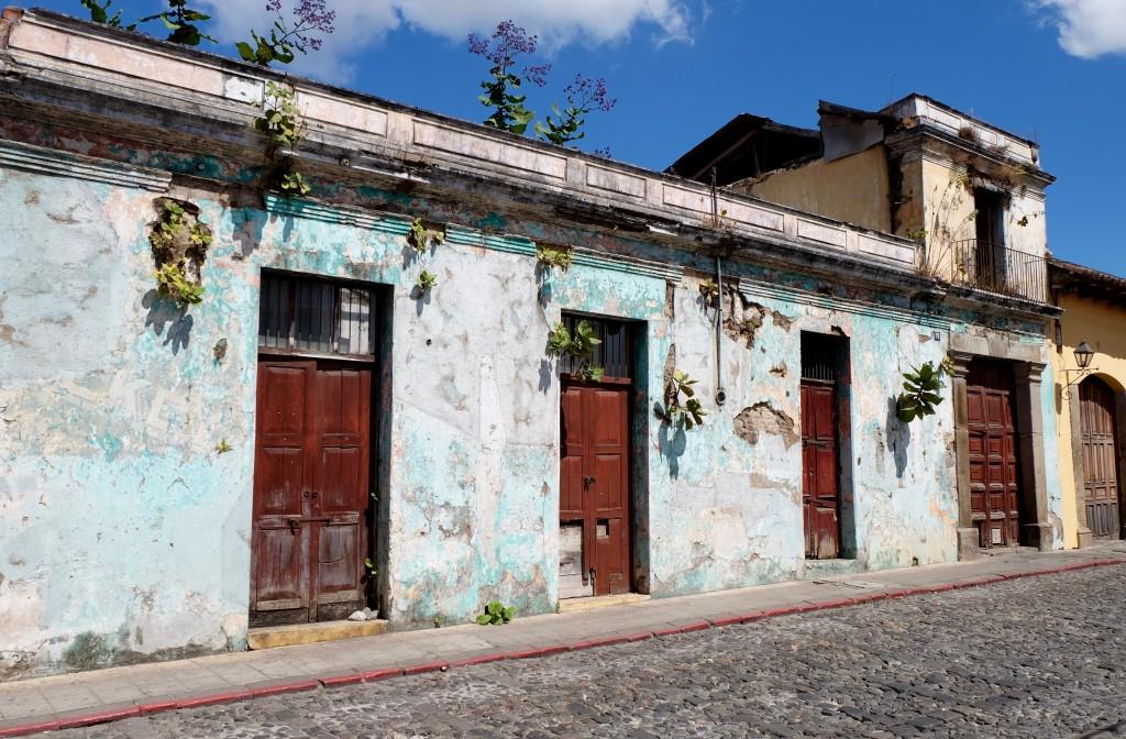 mur decrepit antigua guatemala