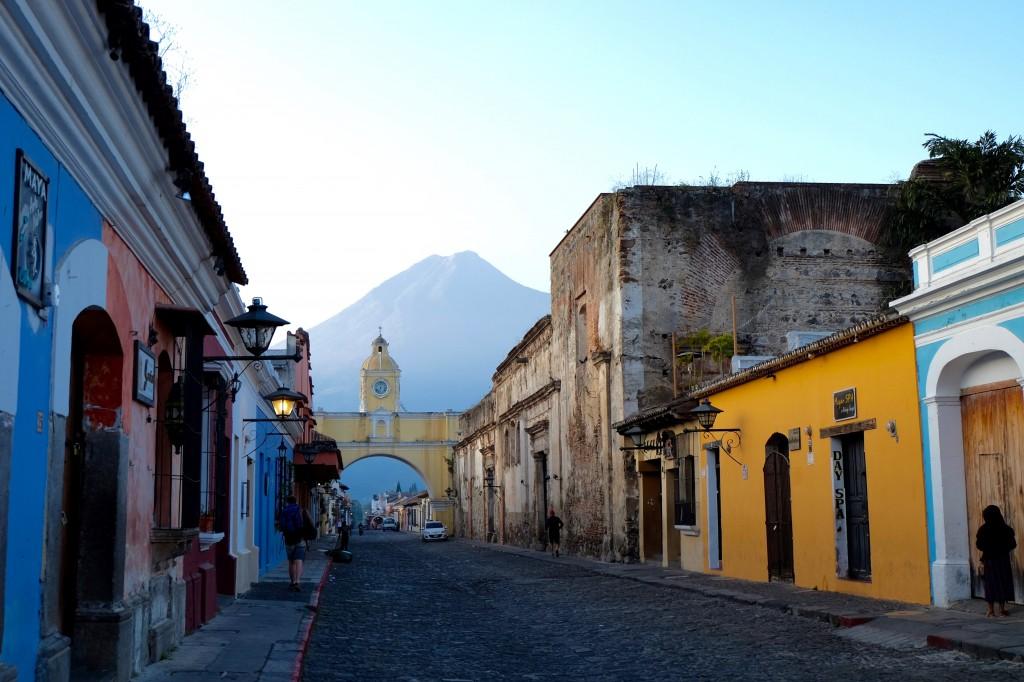 vue arcade volcan antigua guatemala