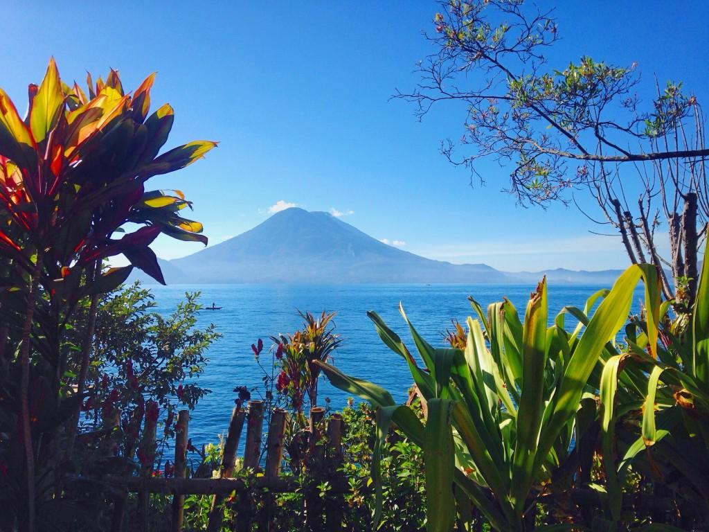 lac-atitlan-volcan-vue-santa-cruz-la-laguna