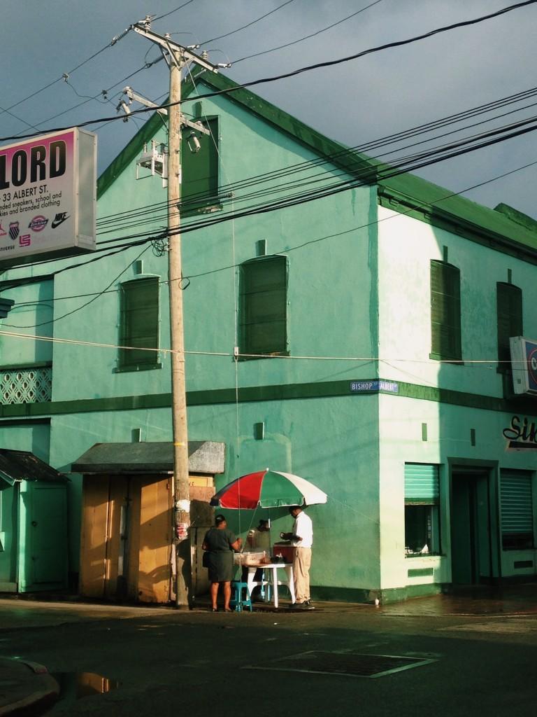 scene rue belize city matinee pluie soleil