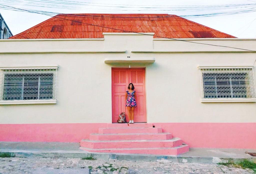 mur rose maison centre ville flores guatemala