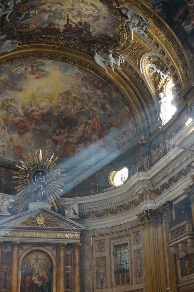 rome-chiesa-del-gesu-eglise-plafond-fresque-lumiere