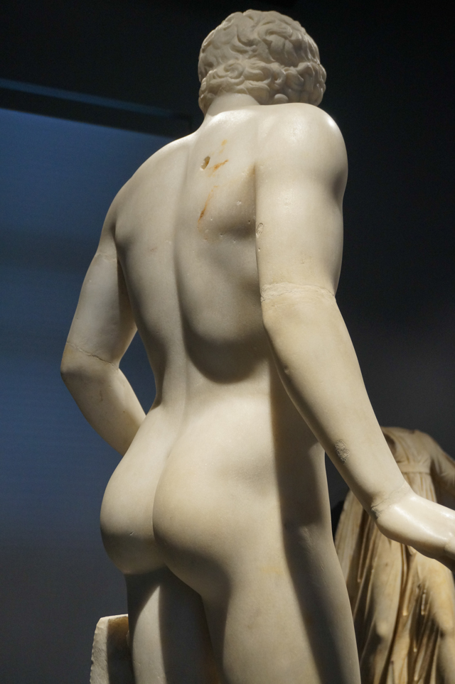 rome-musee-national-massimo-alle-terme-sculpture-antique-fesses-marbre