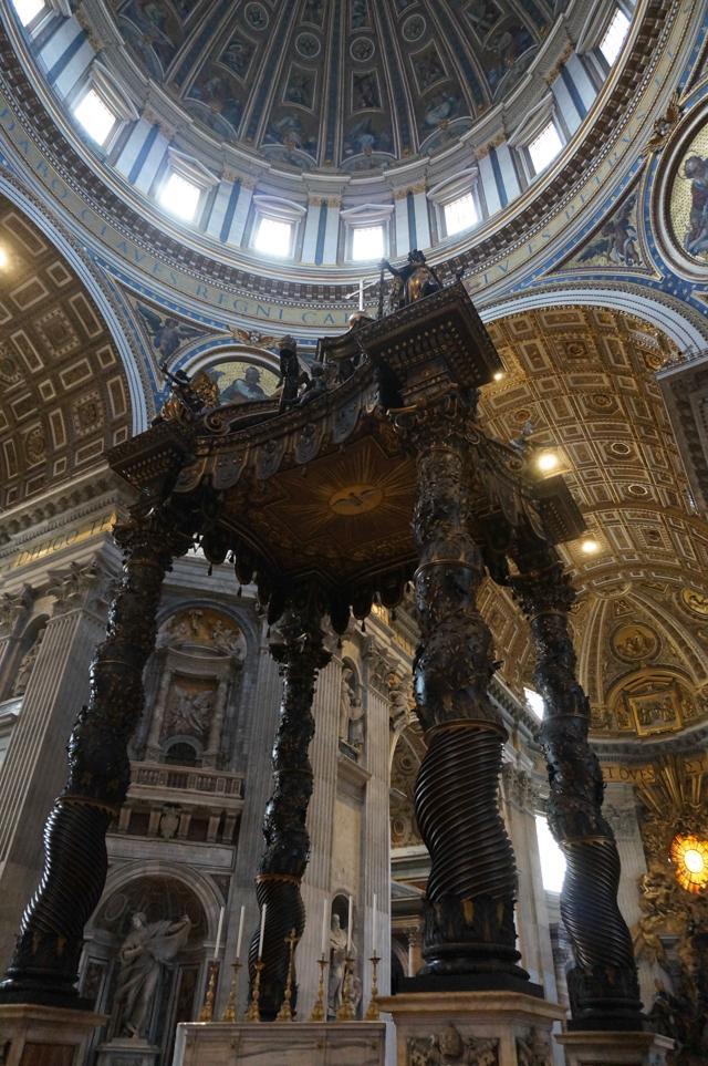 rome-vatican-autel-basilique-saint-pierre-visite-coupole-bernin